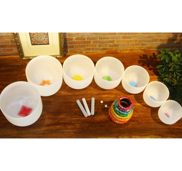 7 chakras sign frosted crystal singing bowls set with full chakra tones C D E F G A B + 7 chakra rings pillows